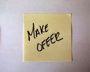 post-it-note-make-offer-546792-m