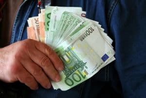 cash-in-hand-603511-m