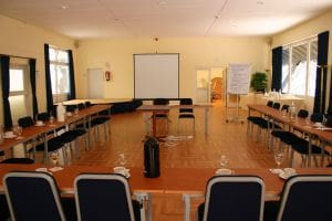 conference-room-595588-m